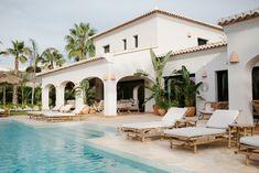 The Adelante House Hacienda Style Homes, Mediterranean Style Homes, Spanish Style Homes, Spanish House Design, Spanish Mansion, Spanish Style Bathrooms, Spanish Pool, Spanish Villas, Estilo California