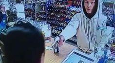 Así reaccionó una cajera en Estados Unidos cuando la intentaron robar | Noticias Uruguay y el Mundo actualizadas - Diario EL PAIS Uruguay