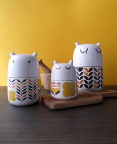 Cannot tell you how much I'd love a set of these beaits! 3 Fall creatures. #camilaprada #cute #ceramic