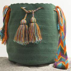 Marvelous Crochet A Shell Stitch Purse Bag Ideas. Wonderful Crochet A Shell Stitch Purse Bag Ideas. Tapestry Bag, Tapestry Crochet, Crochet Handbags, Crochet Purses, Diy Crochet, Love Crochet, Mochila Crochet, Crochet Shell Stitch, Boho Bags