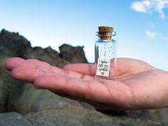 You are my world. Eres mi mundo. Te quiero. Mensaje en una botella. Miniaturas. Regalo personalizado. Divertida postal de amor. de EyMyMessage en Etsy