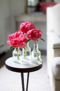 Flower Arrangement: Peonies, 3 Ways Single blooms. Photography by Style Me Pretty Living / Single blooms. Photography by Style Me Pretty Living / Diy Flowers, Flower Vases, Wedding Flowers, Flower Ideas, Wedding Arrangements, Floral Arrangements, Peony Arrangement, Style Me Pretty Living, Parts Of A Plant