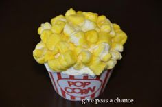 Wow isn't this delish looking? -Le-Poet Unlimited Give Peas A Chance's Drive in Movie Night Cars 2 Marshmallows with yellow sanding sugar look just like popcorn and are the prefect treat at a movie night party! Popcorn Cupcakes, Fancy Cupcakes, Birthday Cupcakes, Cupcake Cookies, Birthday Treats, Birthday Parties, Give Peas A Chance, Movie Night Party, Vanilla Cupcakes