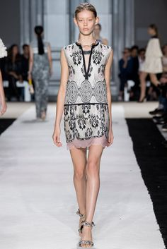 Giambattista Valli Spring 2015 Ready-to-Wear - Collection - Gallery - Look 23 - Style.com