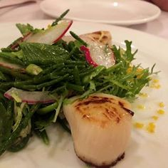 Hopefully you find this table d'hôte dish @restaurantlexpress - we absolutely loved their #scallops with sea asparagus  #MtlMoments #MtlFoodDivas #MontrealLife