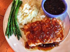 Featured on The Oprah Winfrey Show, Todd Wilbur's copycat for T.G.I. Friday's Jack Daniel's Grill Glaze is a hit! Add the sweet & spicy sauce onto any meat. Restaurant Recipes, Seafood Recipes, Gourmet Recipes, Chicken Recipes, Cooking Recipes, Healthy Recipes, Healthy Food, Yummy Food, Copycat Recipes