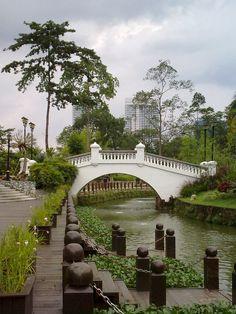 The Kuala Lumpur Botanical Gardens (formerly the Lake Gardens) by ultimatekldevil, via Flickr