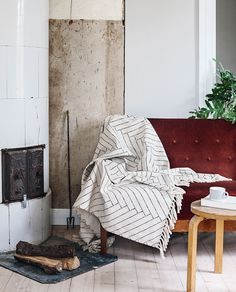 Finarte Aitta cotton throw is made from sustainable 100 % undyed recycled cotton. Design by Saana ja Olli. Textile Fabrics, Home Textile, Big Beds, Cotton Throws, Silk Screen Printing, Bed Covers, Bed Spreads, Recycling, Traditional