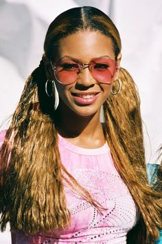"The ""Crimped Hair"" Look It might be the early if: Your sunglasses are. - The ""Crimped Hair"" Look It might be the early if: Your sunglasses are of the rimless - 2000s Trends, 2000s Fashion Trends, Trends 2016, Early 2000s Fashion, Hip Hop Fashion, 90s Fashion, Fashion Outfits, Grunge Outfits, Fashion 2017"