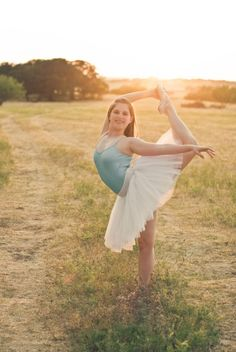 Lots of fun you can have on your shoot when your senior is a ballerina! Makes for lots of creative poses. Picture by Modern Bliss Photography.