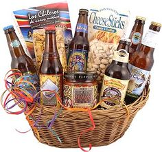 Microbrew Beer Gift Basket: Think I may do something like this for him when our daughter is born! Beer Cap Crafts, Craft Beer Gifts, Raffle Baskets, Diy Gift Baskets, Boyfriend Gift Basket, Boyfriend Gifts, Homemade Beer, Homemade Gifts, Beer Basket