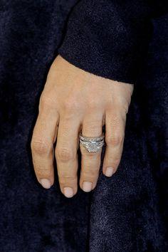 Salma Hayek - Salma's ring features an oval cut diamond set in platinum.