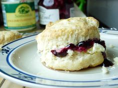 Scones with Clotted Cream and Jam650