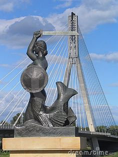 A monument of Syrenka (a mermaid) with her shield on the Świętokrzyski Bridge which goes over the Vistula River in Warsaw.