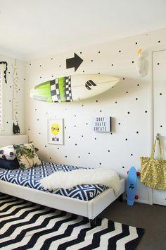 Jasper's Bold, Beachy Abode — Kids Room Tour - love the message on the wall. Chambre Nolan, Surfer Bedroom, Diy Zimmer, Coastal Bedrooms, Teen Girl Bedrooms, Teen Bedroom, Bedroom Small, Bedroom Apartment, Kids Room Design