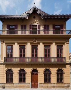 Casa da Imagem de São Paulo  A residência, datada de 1880, faz parte do importante eixo arquitetônico, histórico e cultural o Museu da Cidade de São Paulo, na região central.   Na antiga Rua do Carmo, hoje chamada Roberto Simonsen, a Casa da Imagem conversa com o Beco do Pinto e o Solar da Marquesa de Santos.   Documentos revelam que, no endereço, situado nos arredores do Pátio do Colégio,  existia um imóvel desde o século 17.   No entanto, ao se tornar dono da propriedade em 1870, o maj