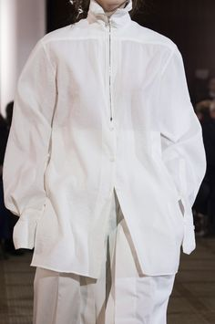 Lemaire Fall 2018 Fashion Show Details - Another! Runway Fashion, Fashion Show, Fashion Design, Summer Office Looks, Lemaire, Hijab Dress Party, Style Minimaliste, Autumn Fashion 2018, Street Style