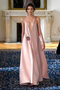 robe, robe longue, rose, robe rose, décolleté plongeant, red carpet, soir, rose pale
