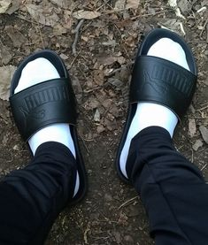 Pool Slides, Slide Sandals, Socks, Sneakers, Fashion, Sandals, Tennis, Moda, Slippers