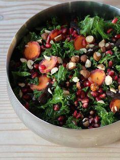 Grønkålssalat m. wasabi-dressing og granatæble - SalatTøsen