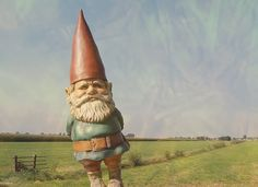 Gnome-I love how he seems to be expecting someone.