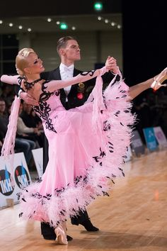 Highlights Saturday - Beauty in Frames - Jochen Römling Ballroom Costumes, Ballroom Hair, Ballroom Dance Dresses, Ballroom Dancing, Dance Costumes, Cool Dance Moves, Tango Dancers, Dance World, Barn Dance