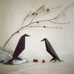 "Origami birds. ""It is fascinating that there is almost no limit to the shapes you can turn a flat paper into."" - via LA76 Design & Travel blog: Enchanting Origami World by Wenche Lise Fossland: http://blog.la76.com/2015/06/enchanting-origami-world-by-wenche-lise-fossland/?utm_content=buffer65467&utm_medium=social&utm_source=pinterest.com&utm_campaign=buffer #origami #suckersfororigami #origamiart #origamiworld #paper #paperart #folding #birds #origamibirds"