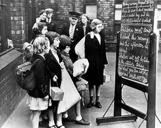 With the outbreak of war imminent, children read a notice on their pending evacuation from Liverpool. The chalkboard message is dated Aug. 1939 – four days prior to Germany's invasion of Poland. Liverpool Town, Liverpool History, Liverpool England, Gcse Drama, Poland Ww2, The Blitz, Kids Reading, Historical Pictures, My Heritage