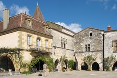 Monpazier, un des Plus Beaux Villages de France Camping Dordogne, Aquitaine, La Roque Gageac, Medieval Market, Ville France, Limousin, French Architecture, Beaux Villages, Belle Villa