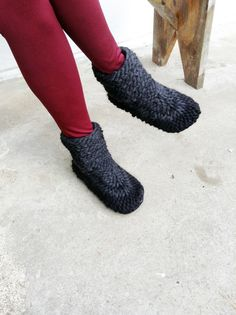 Unisex Crochet Slipper Boots with Leather Soles. Wool Mukluks, Slippers Women Men Knitted Wool Slippers Booties Mukluks Handmade Booties