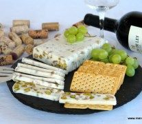 Turron salado de queso camembert y frutos secos Finger Food Appetizers, Finger Foods, Chutney, Queso Camembert, Savory Cheesecake, New Years Eve Dinner, Party Food Platters, Party Sandwiches, Mousse