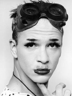 James and Michael Alig On World of Wonder they've been reliving the Club Kids days of the late and in NYC with some fabulous videos. Infamous and still-thriving club kid Jam… Michael Alig, Goth Kids, 90s Makeup, New Romantics, Drag, Club Kids, Monster Party, Club Style, Alter