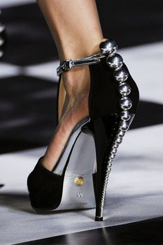 ali-en:  fashioninquality:  Shoe Porn at Viktor and Rolf Spring Summer 2013 | PFW  oh my