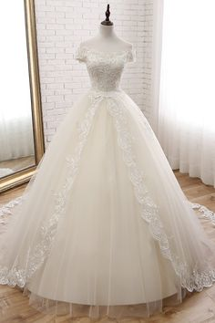 Attractive Tulle Off-the-shoulder Neckline Ball Gown Wedding Dress With Lace Appliques & Beadings Attraktives Tüll Off-the-Shoulder-Ausschnitt Ballkleid Brautkleid mit Spitzen Applikationen und Beadings Elven Wedding Dress, Princess Wedding Dresses, Dream Wedding Dresses, Bridal Dresses, Wedding Gowns, Tulle Wedding, Wedding Dresses Poofy, Princess Gowns, Pink Dresses