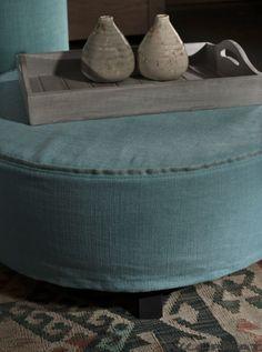 Blauwe ronde poef Rondo kan in vele kleuren en in drie maten - Woonwinkel Alle Pilat - Woonwinkel & Meubelmakerij Friesland