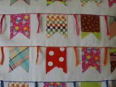 Capa para almofada em algodão crú com bordado e aplique de tecidos variados motivo de bandeiras...40x40 cm