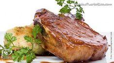 Por Sonia Rodriguez - El chuleton de cerdo asado queda bien tierno y jugosito. Perfecto para servir con arroz, papas majadas o batatas asadas. Alcapurrias Recipe, Habichuelas Guisadas, Boricua Recipes, Puerto Rico Food, Puerto Rican Recipes, Latin Food, Puerto Ricans, Carne, Steak