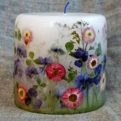 DIY: Pressed Flower Candle How To Decoupage A Candle With Flowers diy crafts step by step Diy Candles With Flowers, Paper Flowers Diy, Flower Crafts, Diy Candle Melts, Candle Wax, Diy Crafts Step By Step, Velas Diy, Fragrant Candles, Homemade Candles