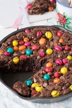The Sweetest Taste: Mega cookie de chocolate Chocolate, Sweet Recipes, Paradise, Friendship, Cupcakes, Sweets, Beef, Cookies, Food
