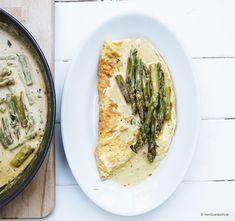 Gebratener Grüner Spargel mit Estragon-Marsala-Sauce auf Omelette