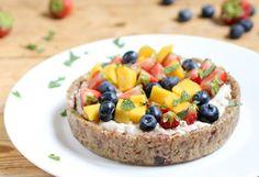 Maak zelf je eigen glutenvrije, Vegan Custard Taartjes met kokosmelk en mango, bosbessen, aardbeien. Zonder geraffineerde suikers en superlekker!