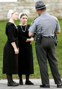 Amish women in jet black dress talking with police officer. Church Fellowship, Amish Culture, Holmes County, Amish Community, Lancaster County, Amish Country, Simple Living, Police Officer, Pennsylvania Dutch