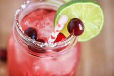 Cranberry margaritas from Eat Live Run. A perfect holiday cocktail.