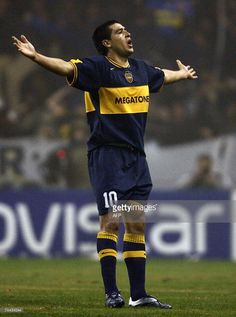 Roman Riquelme of Boca Juniors celebrates after scoring the first goal against Cucuta Deportivo during the semifinal football match of the Copa Libertadores 2007 at La Bombonera stadium in Buenos Aires, 07 June 2007.