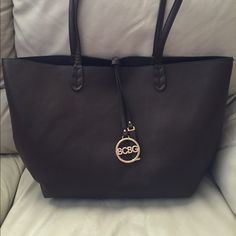 Authentic 2 in 1 BCBG bag 1 shoulder and 1 crossbody bag for the price of one! BCBG Bags Shoulder Bags