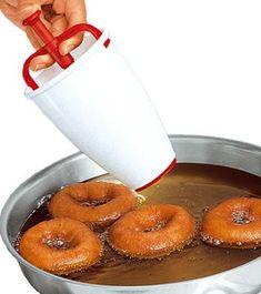 Smultringer (Med og uten kjevling) (MatOgKakeOppskrifter) Norwegian Christmas, Churros, Doughnuts, Christmas Cookies, Glass Of Milk, Candy, Baking, Food, Xmas Cookies