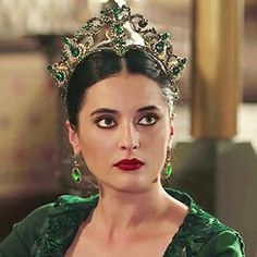 Sultan Kosem, Medici Masters Of Florence, Diamond Tiara, Hair Jewels, Fantasy Jewelry, Tiaras And Crowns, Pretty And Cute, Turkish Actors, Muslim Fashion