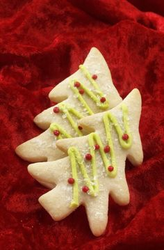 Lemon-Lime Christmas Trees: The beloved cookie-cutter cookie gets a fresh citrus kiss. Christmas Baking For Kids, Christmas Tree Food, Baking With Kids, Favorite Sugar Cookie Recipe, Sugar Cookies Recipe, Holiday Cookie Recipes, Holiday Cookies, Tree Cookies, Lemon Lime