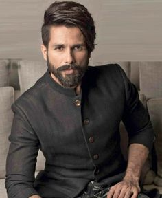 Shahid Kapoor Wiki, Biography, Net worth 2020 Shahid Kapoor is an Indian actor of Hindi films and is described by media as one of the most attractive Indian celebrities. Shahid Kapoor was born on 25 Boys Beard Style, Beard Styles For Men, Hair And Beard Styles, Mens Hairstyles With Beard, Cool Hairstyles For Men, Haircuts For Men, Indian Hairstyles Men, Stylish Mens Haircuts, Hairstyle Men