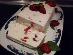 Παγωτό γιαούρτι με κομμάτια φράουλας !!! Δια χειρός Γιώργου Χριστιανού. (Τα λόγια είναι φτωχά για μία τόσο εξαιρετική συνταγή με τόσο πλούσια γεύση!!)